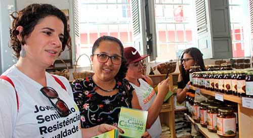 Jovens piauienses conhecem Central de Cooperativas da Caatinga na Bahia